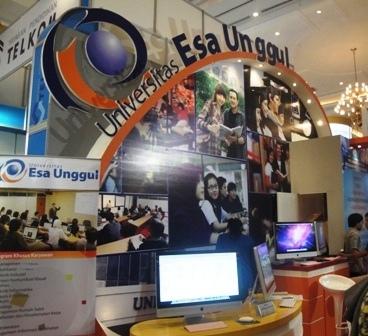 Universitas Esa Unggul mengikuti Education Expo 2012 di Jakarta Convention Center