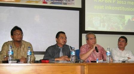 "Talk Show "" Menyoal Pasal 7 Ayat 6a RAPBN Tahun 2012, Benarkah Inkonstitusional ? – LKBH FH UEU"