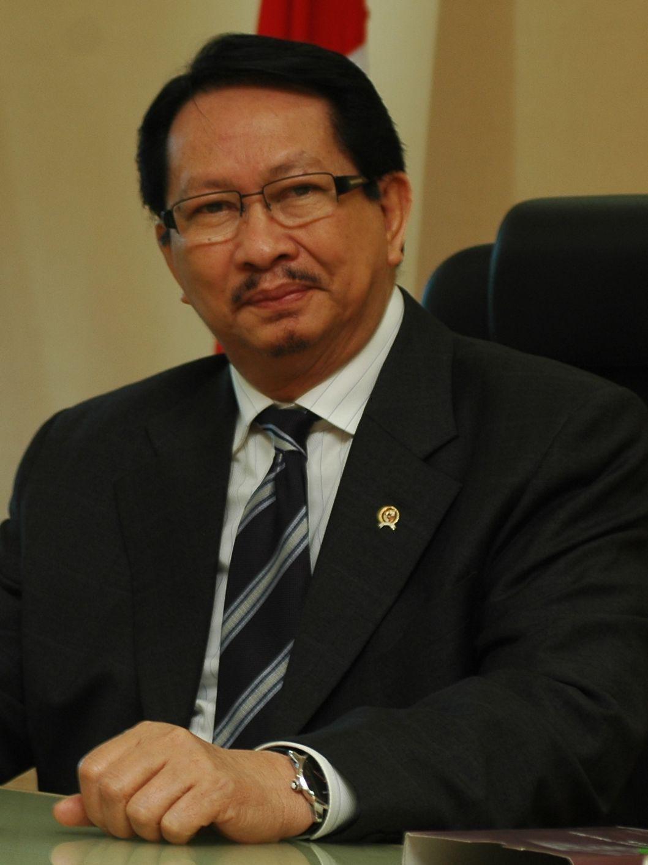 Peranan Perguruan Tinggi Untuk Membangkitkan Pendayagunaan Aparatur Negara –  Orasi Ilmiah Taufiq Effendi, Menteri Negara Pendayagunaan Aparatur Negara