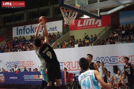 Tim Basket Putra Universitas Esa Unggul mengalahkan Tim Basket Universitas Atmajaya Yogyakarta di level Nasional dengan point 93 – 76  di Yogyakarta