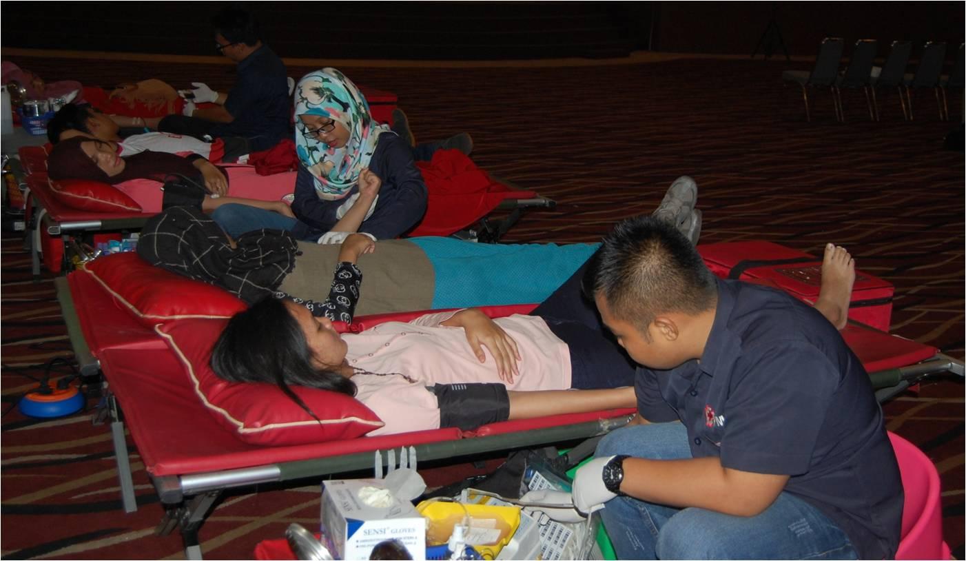 Kegiatan Sosial Donor Darah oleh Himpunan Mahasiswa Jurusan Rekam Medis Ilmu Kesehatan Universitas Esa Unggul