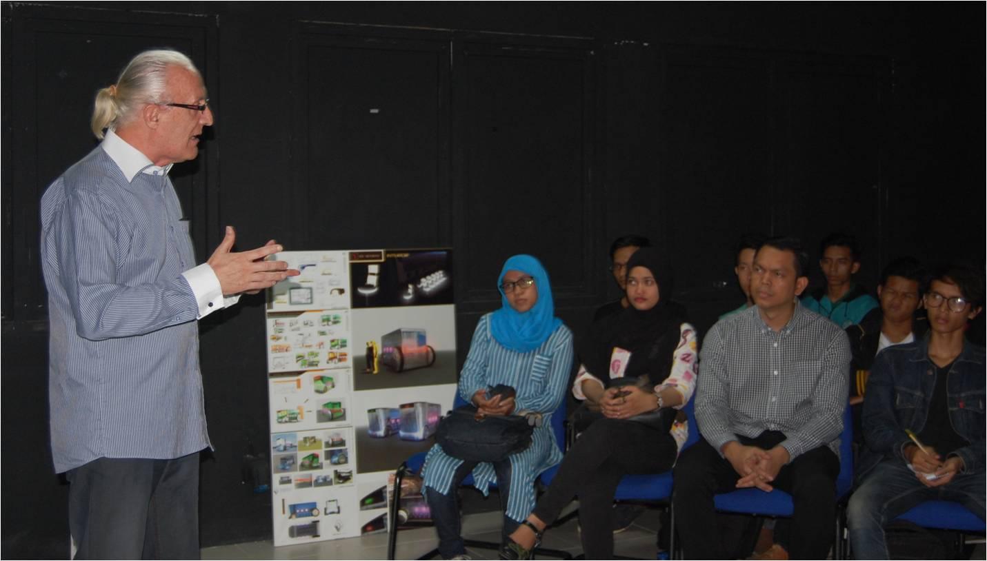 """Fakultas Desain dan Industri Kreatif Universitas Esa Unggul mengadakan seminar """"What Is the Italian Design Do?"""""""
