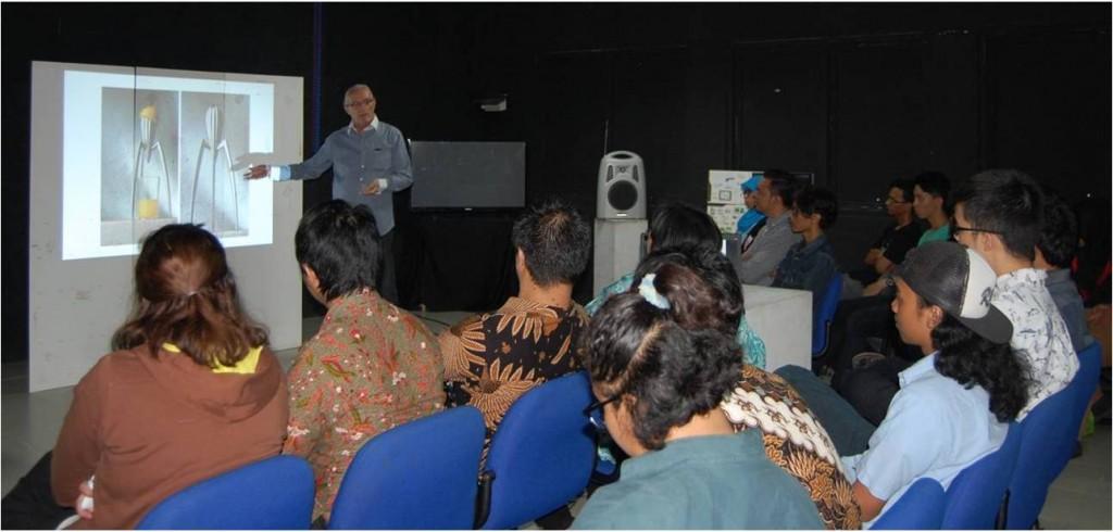 Pembicara Pada Acara Seminar