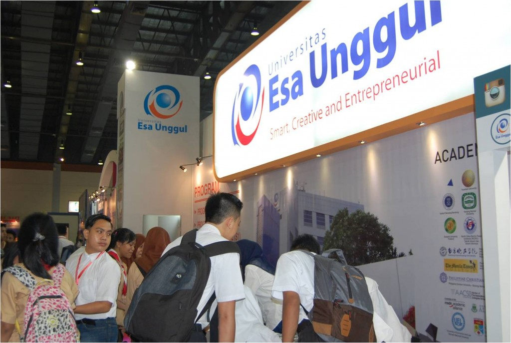 Universitas Esa Unggul di International Education & Training EXPO 2016