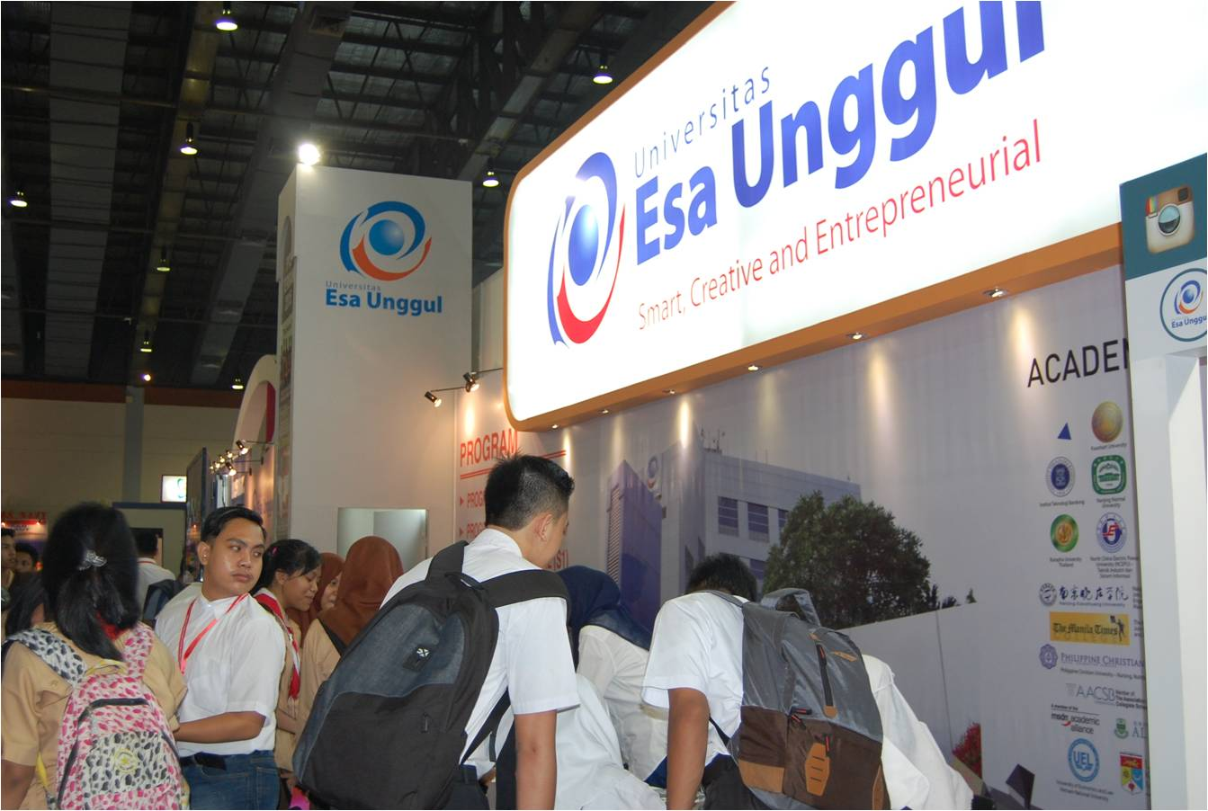 Universitas Esa Unggul Hadir di Education and Training Expo 2016