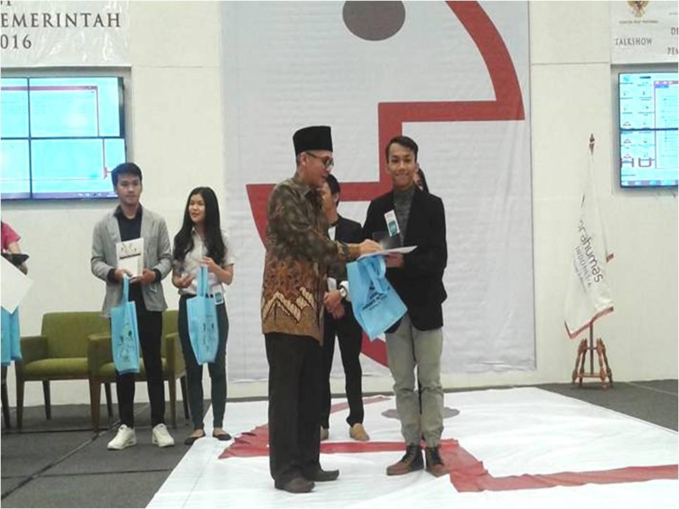 ANGGA WIRANDA Mahasiswa Jurusan Jurnalistik Universitas Esa Unggul Meraih Juara 1 Best Presenter