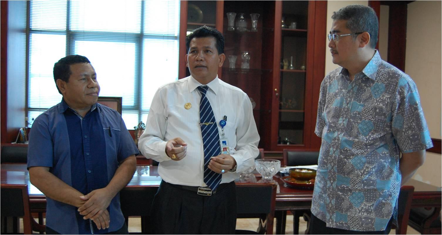 Kiri : Prof. Ir. Herianus J.D. Lalel, M.Si., Ph.D, Enderiman Butar Butar, SP., M.Si, Dr. Arief Kusuma AP, MBA