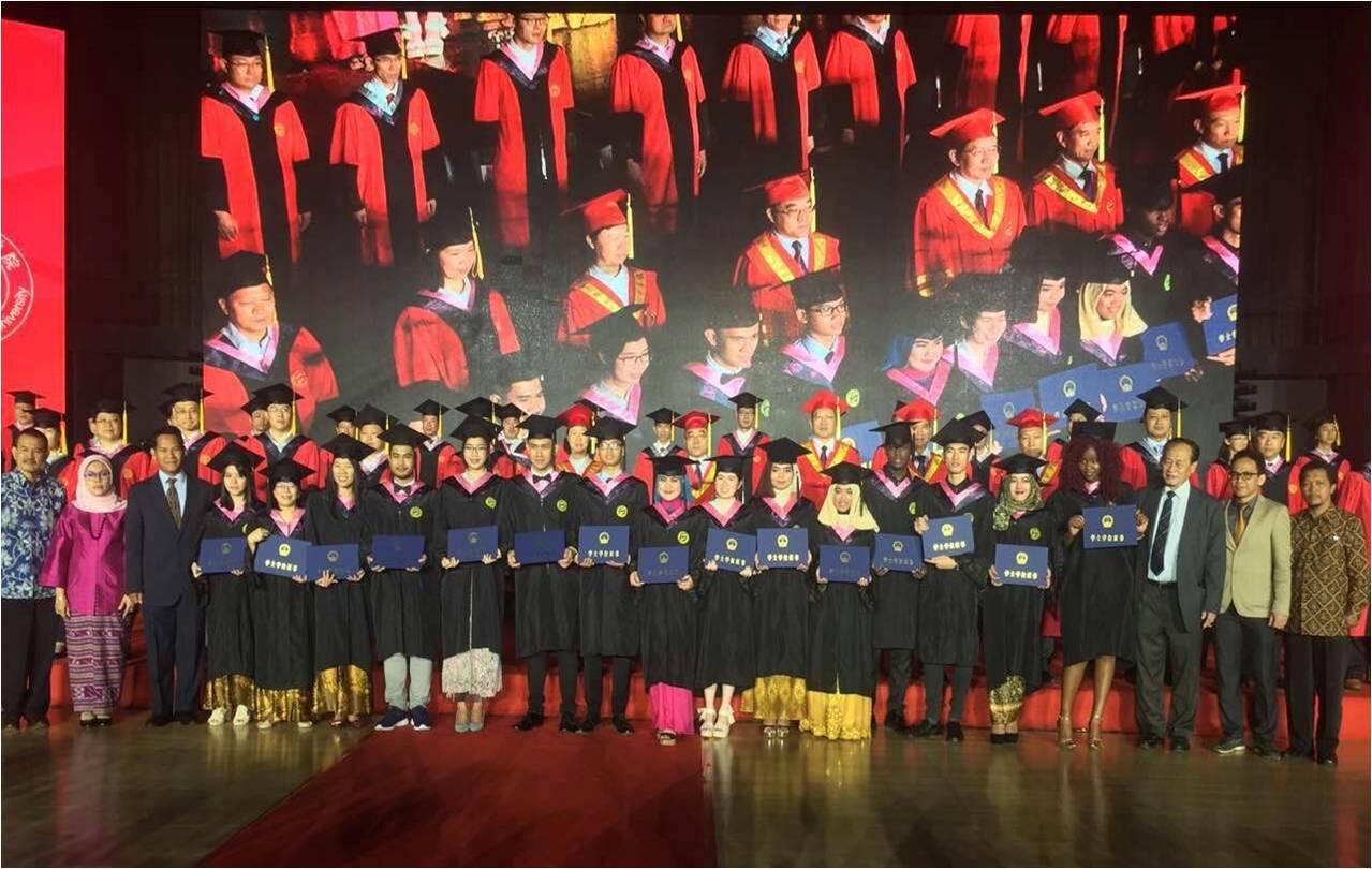 Wisuda Mahasiswa Universitas Esa Unggul Program Beasiswa Unggulan Double Degree