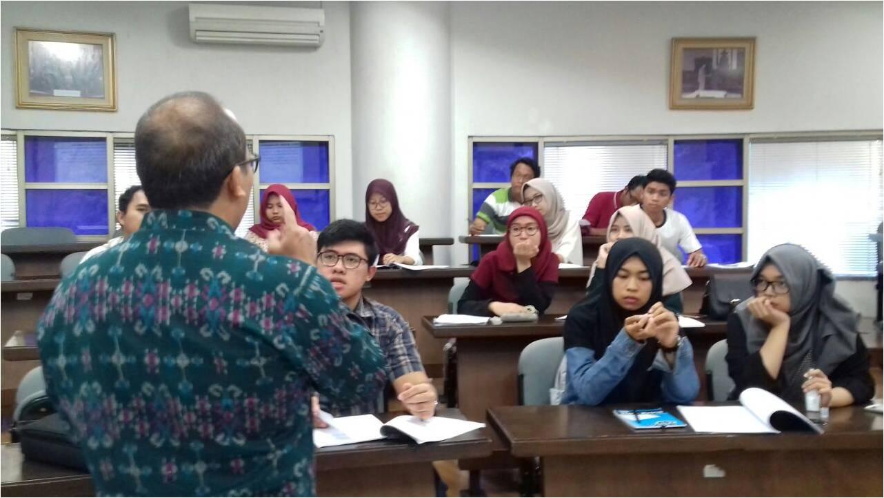 Bimbingan Penulisan Proposal Kompetisi Karya Tulis Mahasiswa Program Kreativitas Mahasiswa (PKM) UEU Tahun 2016