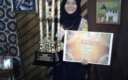 Nindia Destiani Azka Juara I Lomba Karya Tulis Ilmiah pada Active 2016 UNS