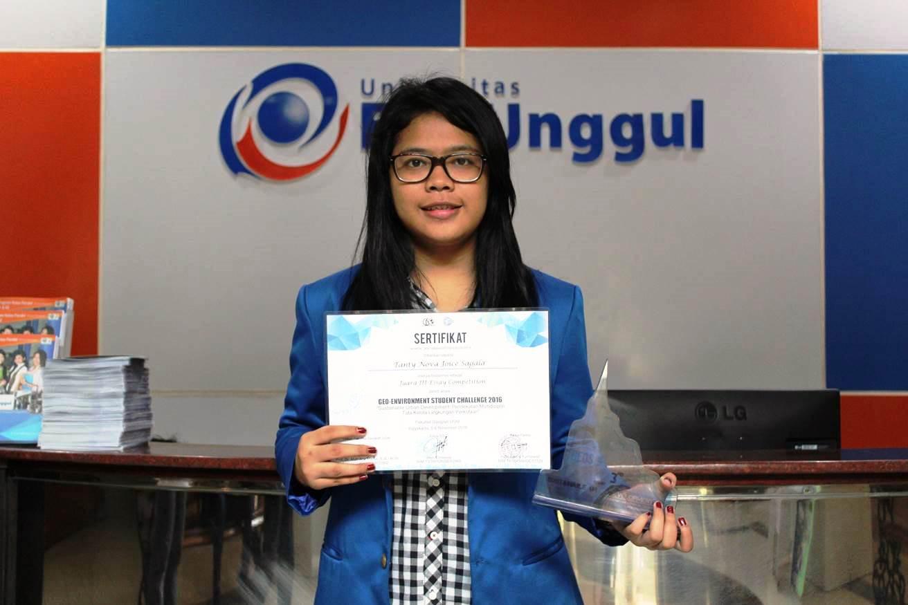 Tanty Juara III Nasional Essay Commpetition Universitas Gajah Mada, 2016