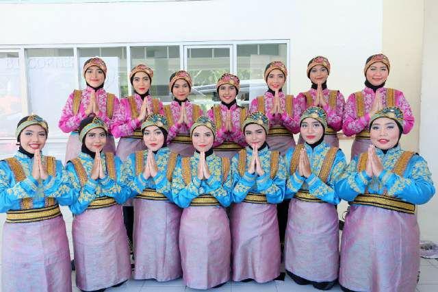 UKM Tari Universitas Esa Unggul Juara 1 Kompetisi Ratoeh Jaroe