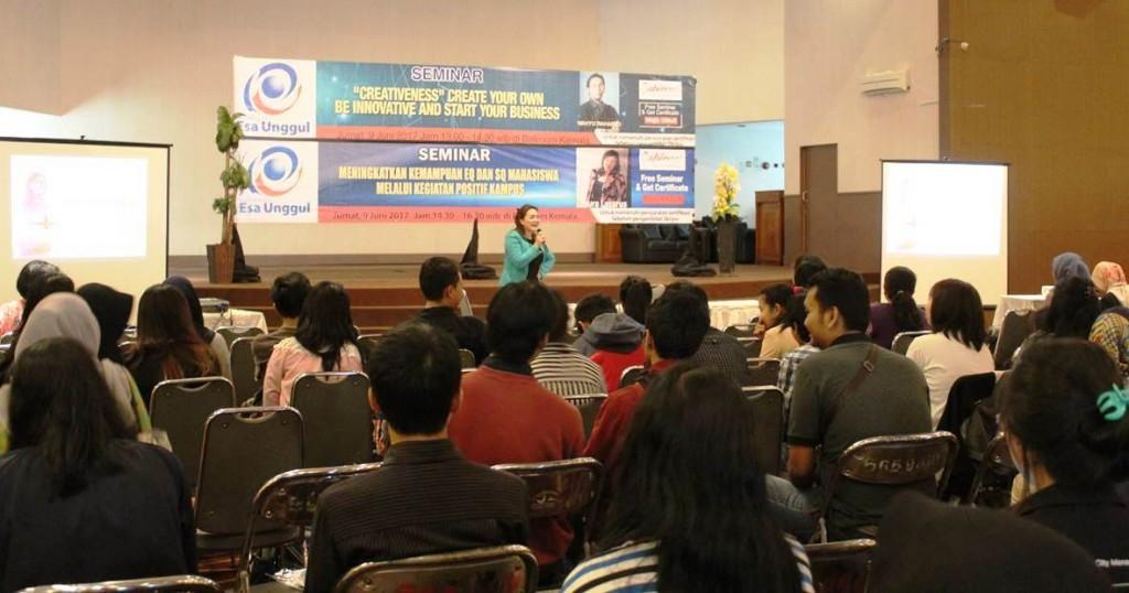 Seminar Wajib Universitas Esa Unggul
