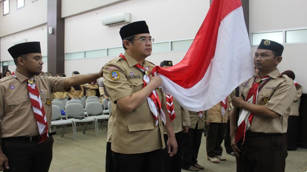 Rektor Universitas Esa Unggul Dr.ir. Arief Kusuma, M.B.A saat pelantikan pramuka Esa Unggul