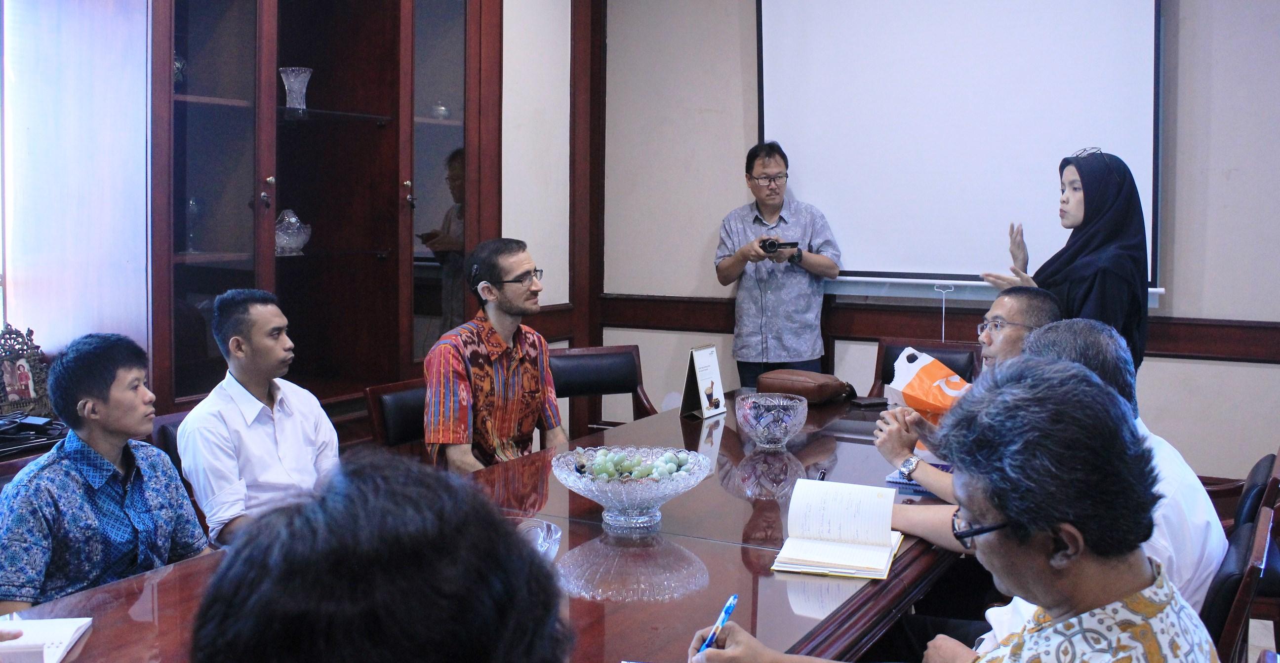 Esa Unggul Kampus Pertama di Indonesia Terima Mahasiswa Tuna Rungu di Fakultas Hukum