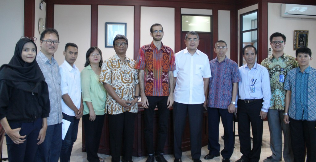 Foto Bersama Dengan Rektor dan Jajaran Esa Unggul