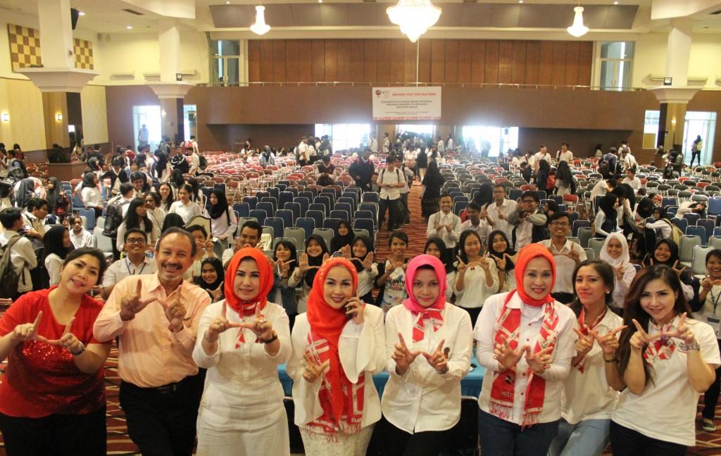 Seminar Wanita Indonesia Tanpa Tembakau di Esa Unggul