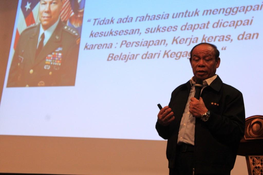 Burhanudin Amin Saat Menyampaikan Kuliah Umumnya Saat Seminar di Esgul Welcoming Days