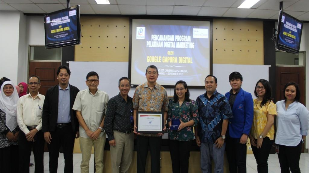 Foto Bersama antara Civitas Esa Unggul dan Google Indonesia