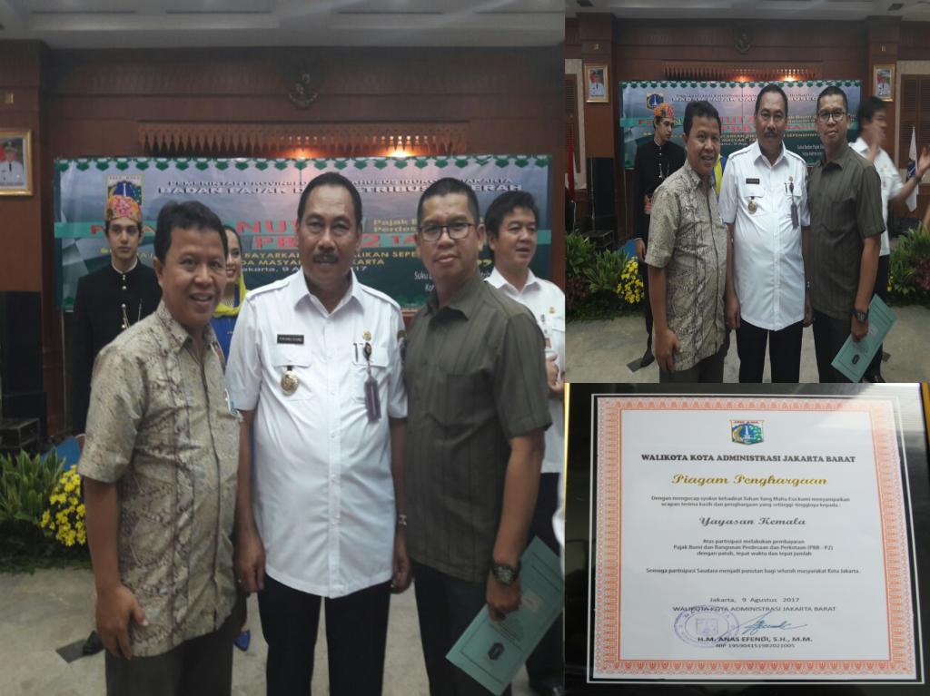 Perwakilan Esa Unggul bersama dengan Walikota Jakarta Barat