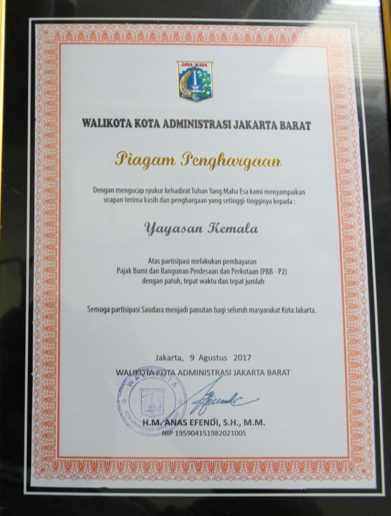 Penghargaan Dari Walikota Administrasi Jakarta Barat Kepada Universitas Esa Unggul