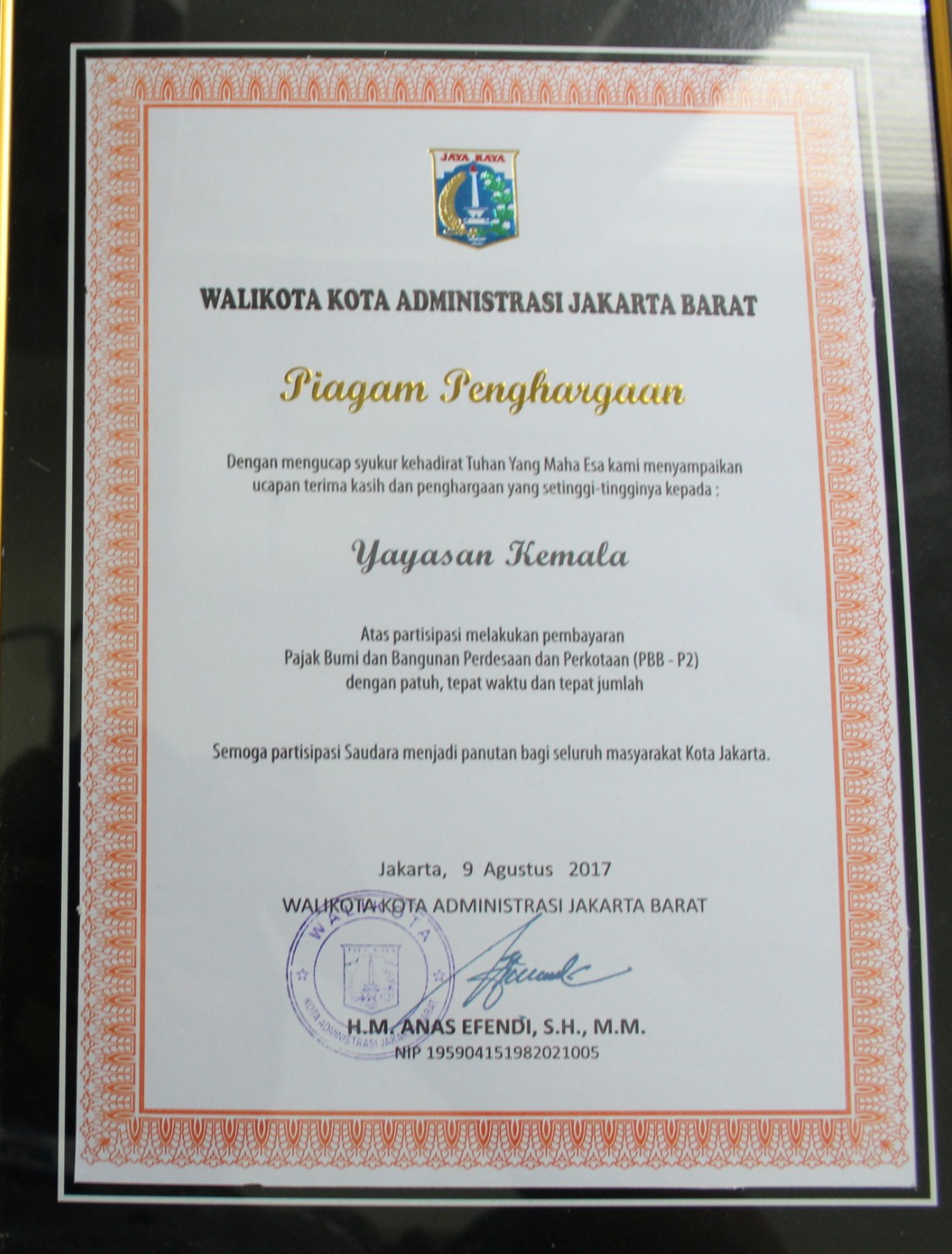 Walikota Jakarta Barat Serahkan Penghargaan Institusi Taat Pajak Ke Esa Unggul