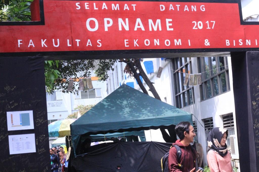 Pintu Masuk Bazar Opname BEM FEB