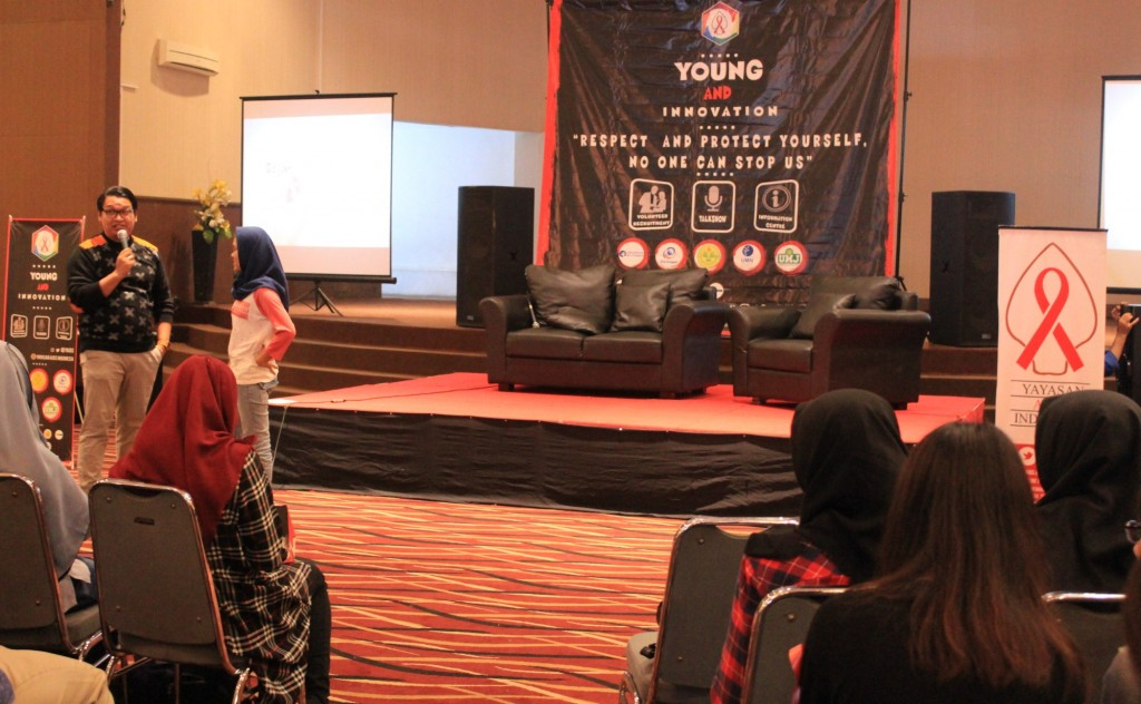 Seminar Yayasan Aids Indonesia di Universitas Esa Unggul