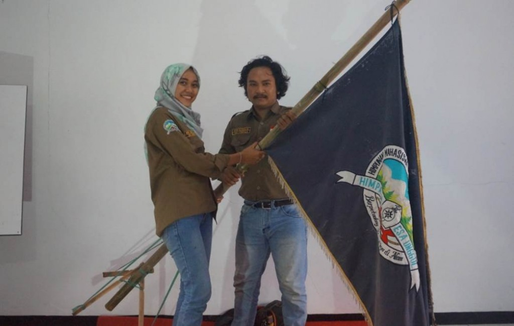 Serah terima jabatan dari  Nur 'Ainul laila Ketua Umum Periode 2016-2017 Kepada Ketua Umum Baru Amin Mukhlis