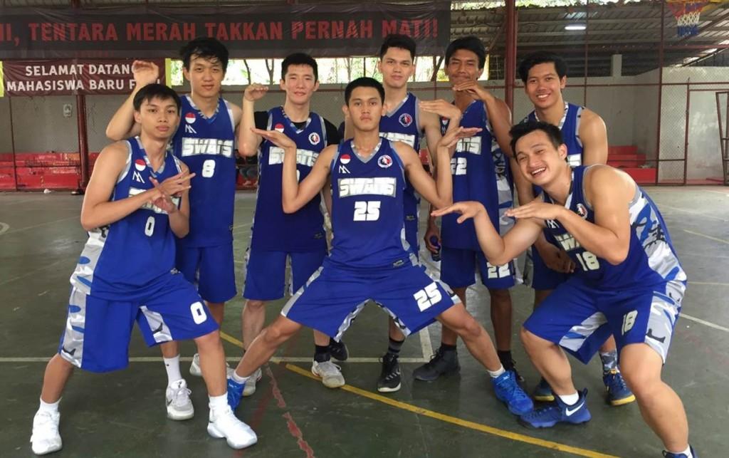 Tim Basket Universitas Esa Unggul Juara 1 Liga FISIP Universitas Indonesia