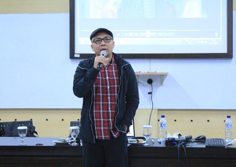 Lucky Santoso Creative Director Young and Rubicam Saat menjadi Narasumber