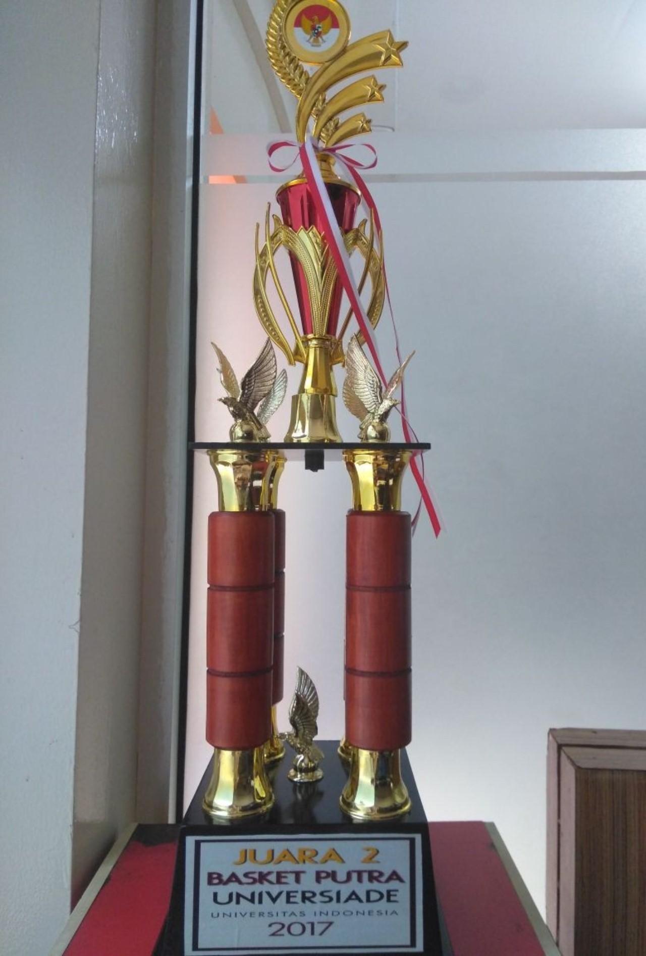 Piala Penghargaan di ajang Universiade