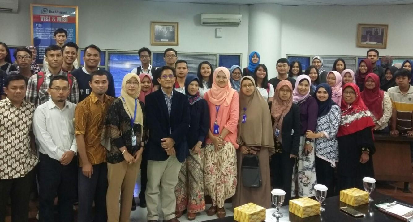 Prof.Dr. Irawan Saritomo Seusai memberikan Seminar dan Workshop