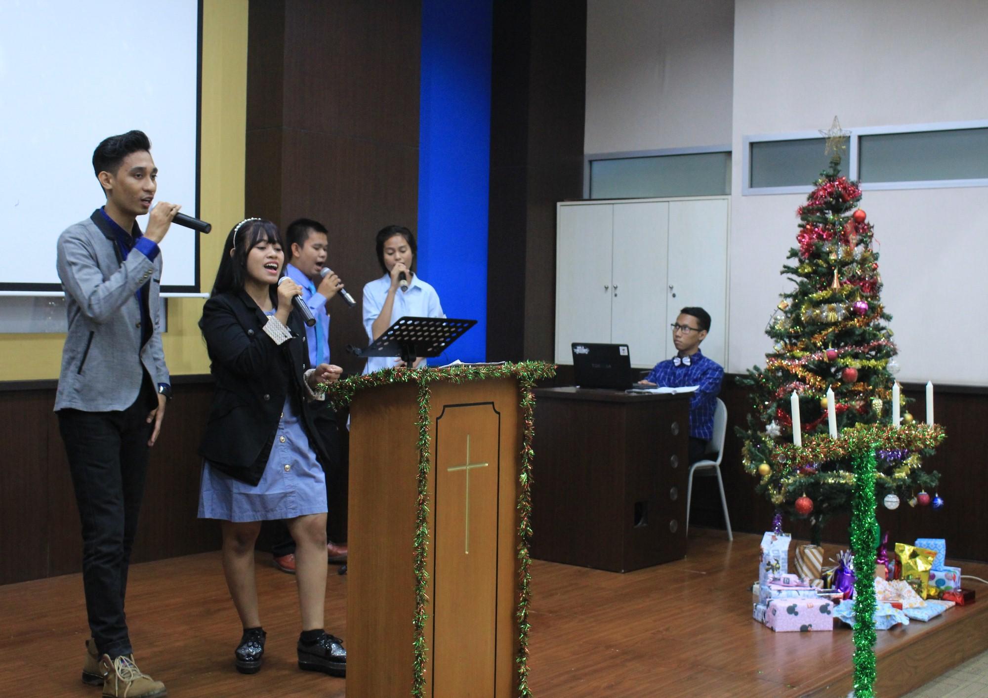Kebaktian Natal yang diselenggarakan oleh UKM Kristen OMG