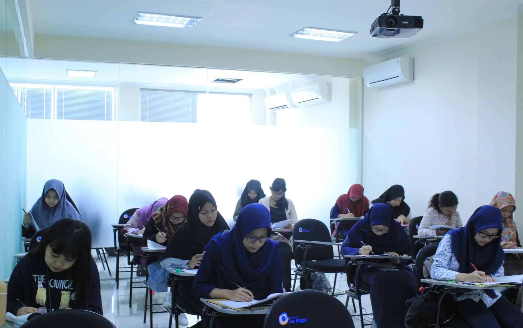 Universitas Esa Unggul Bekasi Menggelar Simulasi Tryout SBMPTN