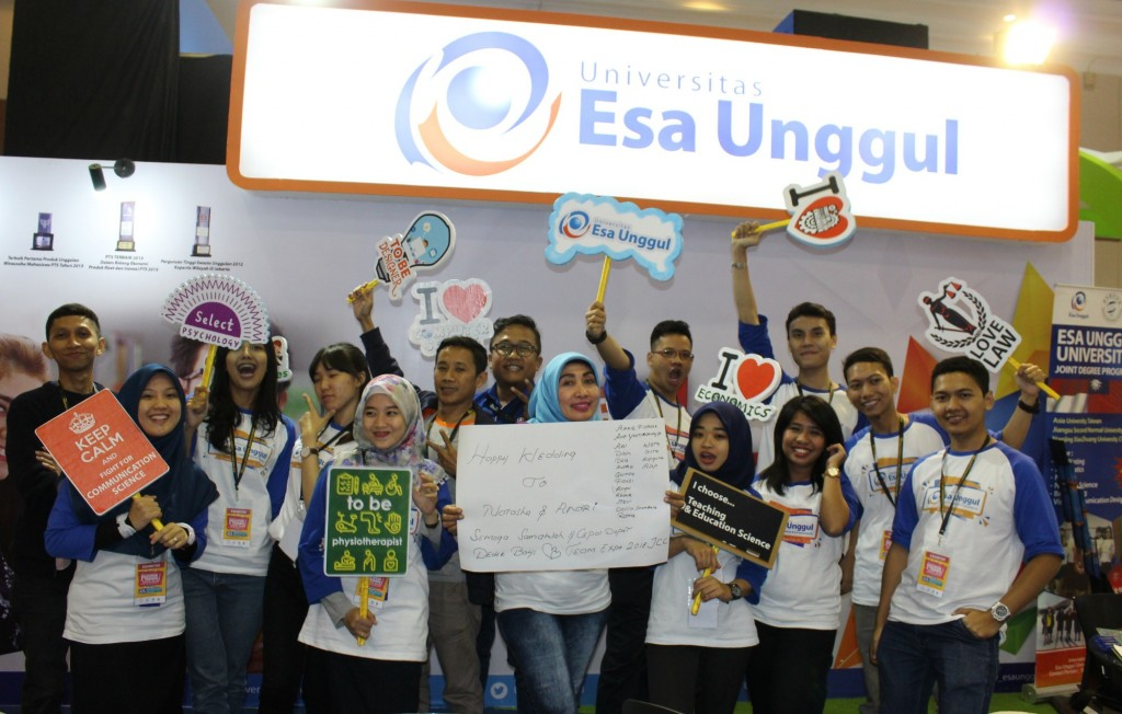 Tim Esa Unggul  sukseskan penyelenggaran Pameran Pendidikan