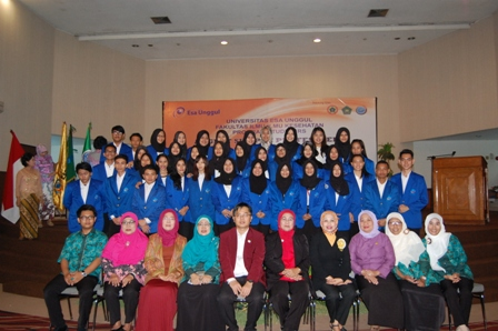 Angkat Sumpah Lulusan Program Studi NERS 28 Oktober 2015
