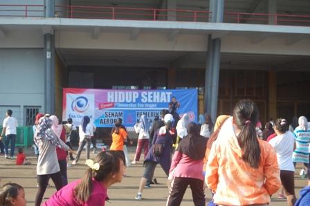 Hidup Sehat Bersama Universitas Esa Unggul di Gelora Bung Karno, Senayan tanggal 08 Mei 2016