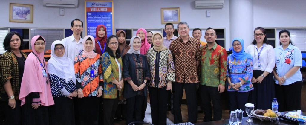 Foto Bersama Rektor Universitas Esa Unggul dan Asesor Akreditasi