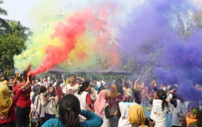 Warna-Warni Sambil Berlari di 5K Bubble Color Run Festival Universitas Esa Unggul