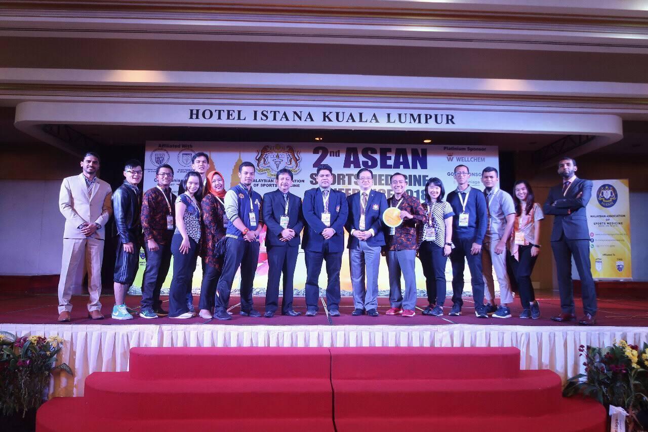 Dosen Prodi Ilmu Gizi Esa Unggul Sabet Penghargaan di International 2nd Sports Medicine Conference 2018 Malaysia