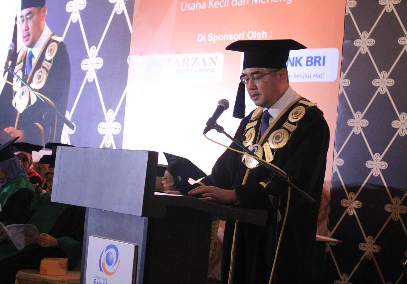 Rektor Universitas Esa Unggul Saat Menyampaikan Sambutannya