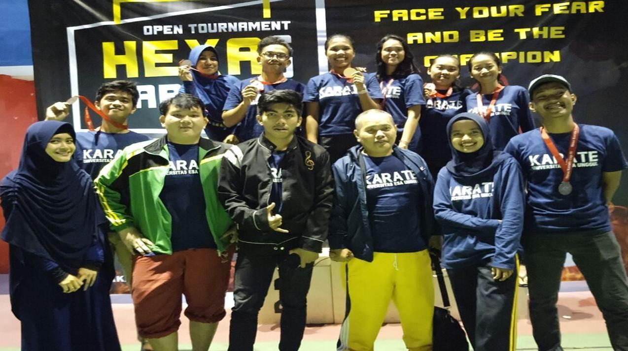 Tim Karate Esa Unggul Borong Medali di Kejuaraan Hexa Cup IV Open