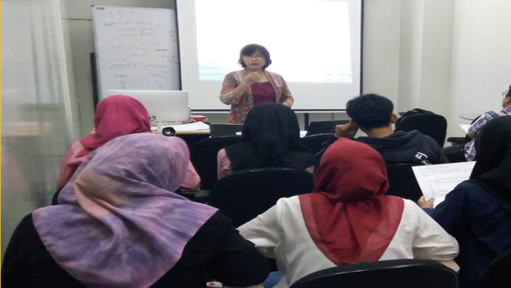 Tingkatkan Kompetensi Bahasa Para Calon Guru,  PBI Gelar Kuliah Tamu Phonetics and Phonology for teaching English