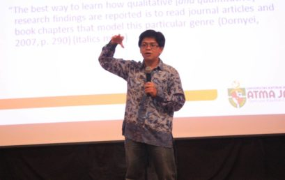 Meningkatkan Kualitas Penulisan Lewat Seminar Teaching Critical and Creative Writing in the 21st Century