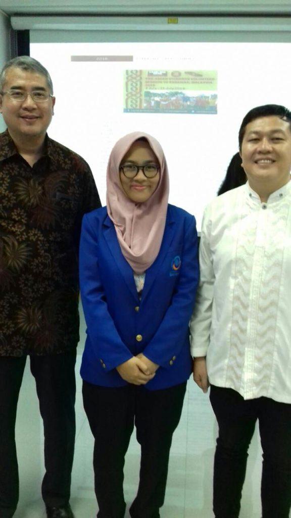 Foto Bersama dengan Rektor Universitas Esa Unggul Dr.ir. Arief Kusuma, M.B.A
