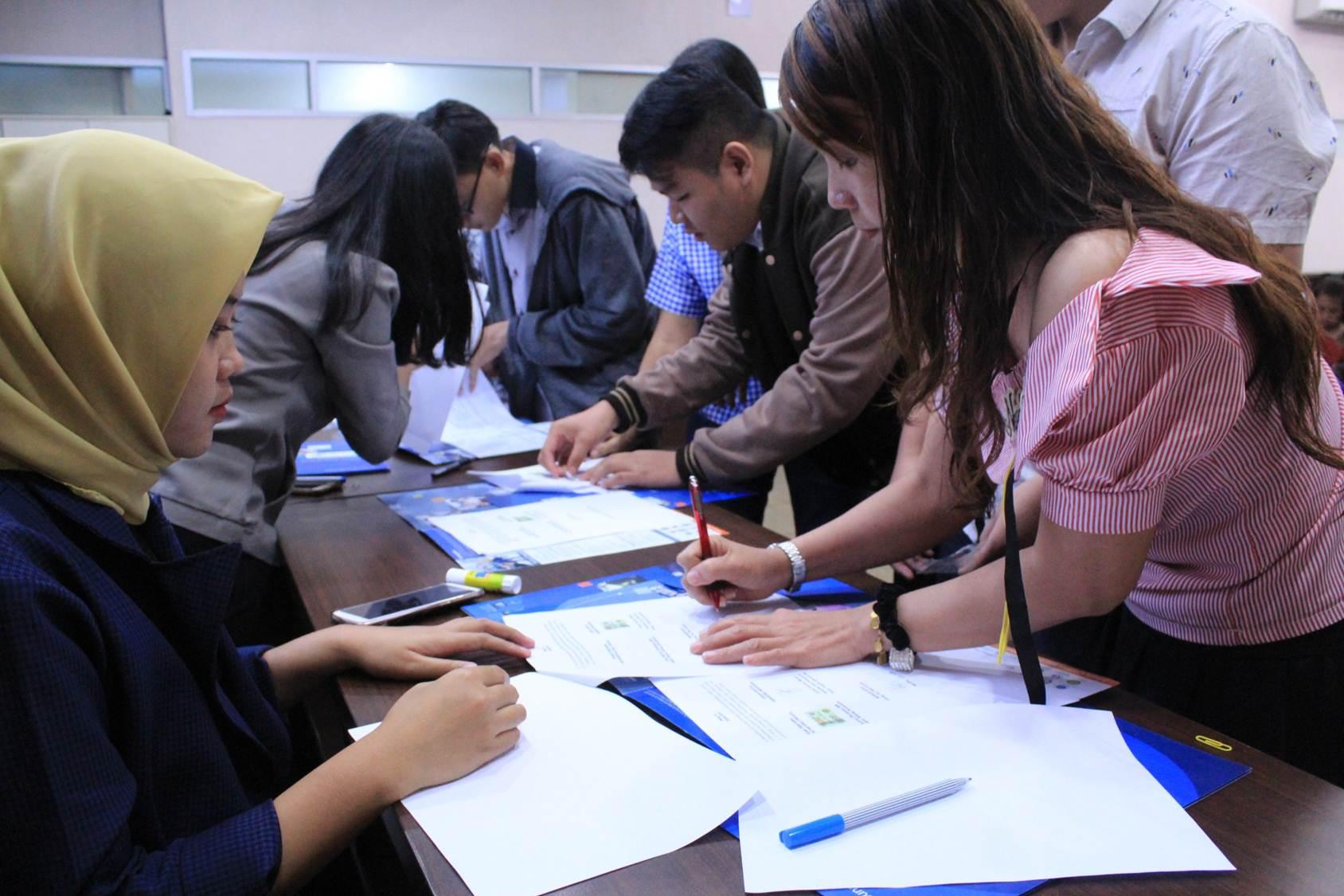 Universitas Esa Unggul Berikan 192 Beasiswa Kepada Mahasiswa Baru 2018