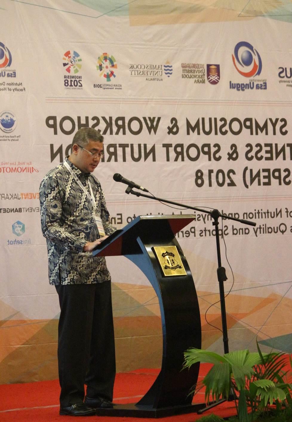 Rektor Universitas Esa Unggul saat memberikan Sambutan