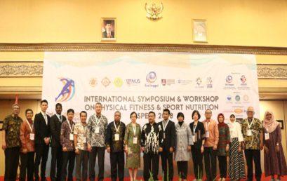 Esa Unggul Gelar Simposium International Bersama Ahli Nutrisi dan Olahraga Dunia