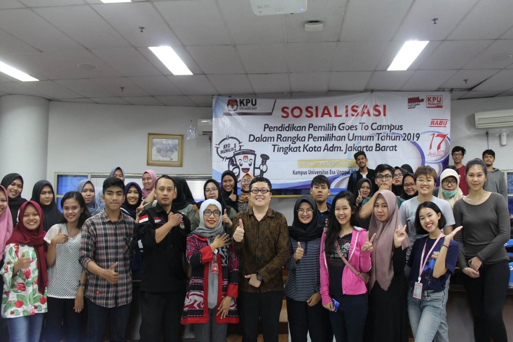 Foto Bersama Saat Sosialisasi Goes To Campus